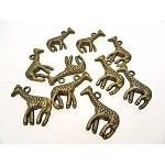 Antique Brass Dimensional Giraffe Charm (1)