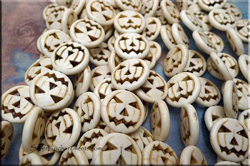 Pumpkin Beads, White 20mm